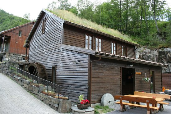 Byrkjedalstunet Hotel: Hotelkamer in oud boerderij gebouw
