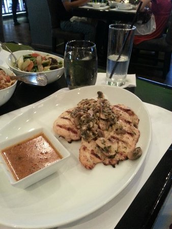 Town Restaurant & Bar: Chicken topped with mushrooms