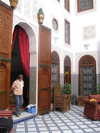 Riad La Perle De La Medina: Innenhof, von dem alle Zimmer abgehen