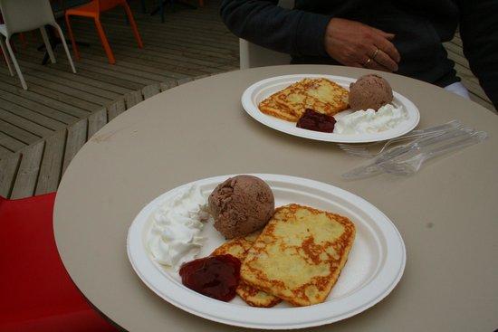Moominworld (Muumimaailma): Combo pancakes from Thingumy and Bob's ice cream parlour