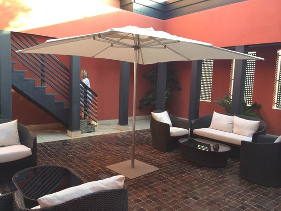 Hotel & Ryads Barriere Le Naoura Marrakech: Patio riad 209