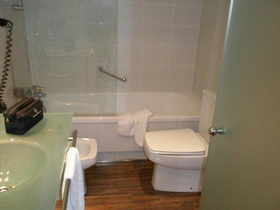 AC Hotel La Linea: baño