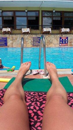 Marmaris Park: Sunbathing by the pool