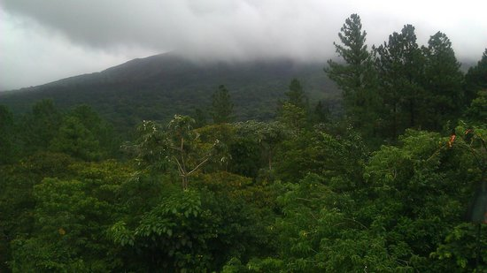 Arenal Observatory Lodge & Spa: View of volcano from the observatory deck