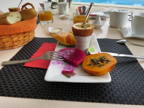 La Metisse : Petit déjeuner sur la terrasse