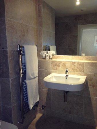 Paradise House B&B : Fully tiled bathroom