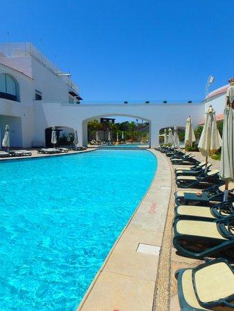 Reef Oasis Blue Bay Resort : Pool (very busy!?!)