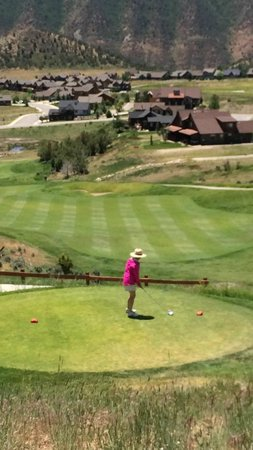 Lakota Canyon Golf Course: Elevated tees are common