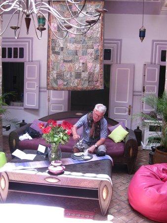 Riad Casa Lila: Tee im Innenhof
