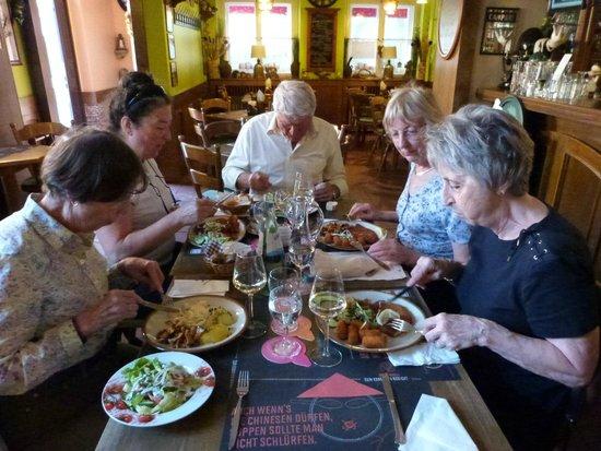 Zur Rippe: restarant salle table