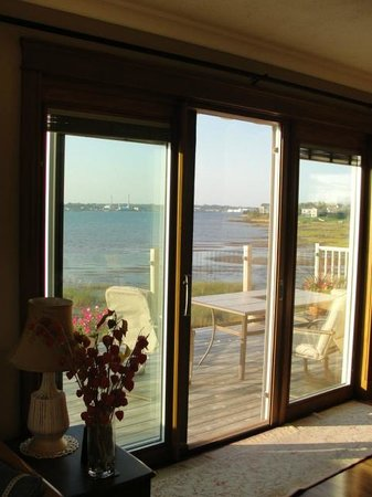 The Boathouse B&B: lovely dining room view