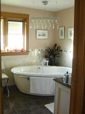 The Boathouse B&B: the amazing bathroom