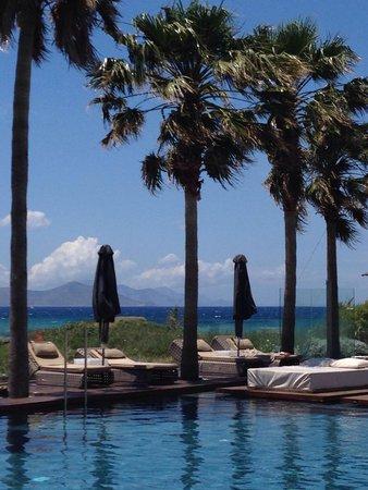 Aqua Blu Boutique Hotel + Spa: Pool and beach