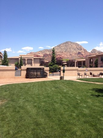 Sedona Real Inn and Suites: View from pet/family area