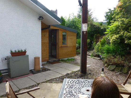 Brambles Boutique Rooms: pic of garden area