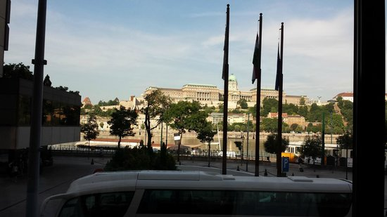 Sofitel Budapest Chain Bridge: Panorama dalla sala colazione