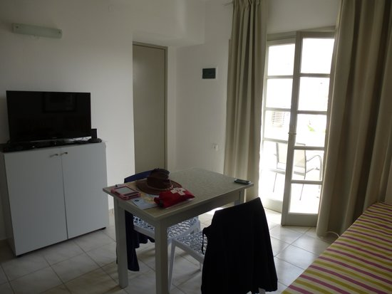 Elounda Garden Suites : lounge/kitchen