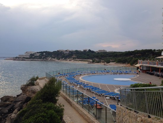 Best Negresco: View of the other pool from the path way