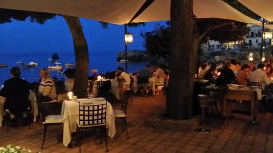 Oliviero Restaurant - Belmond Villa Sant'Andrea: giardino sul mare