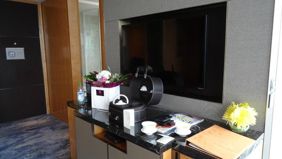 Shangri-La Hotel, At The Shard, London: In the room.