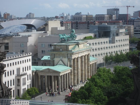 Plenarbereich Reichstagsgebäude: Gate and American Embassy