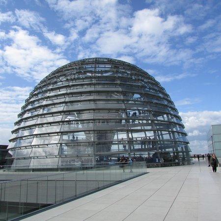 Plenarbereich Reichstagsgebäude: dome on roof