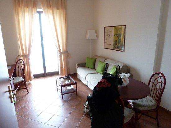 Lido Palace Hotel: salottino con terzo letto