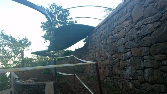 Quinta do Monte : (un)covered walkway to pool