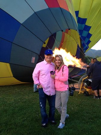 Napa Valley Balloons, Inc. : Dinah and Johnny - A New Beginning with Friendship Set on Fire