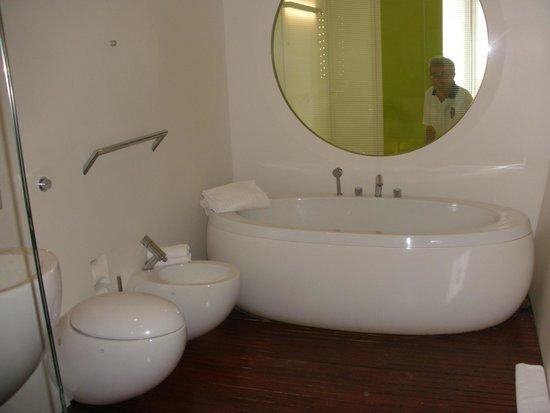 DuoMo Hotel: Bagno grandissimo...