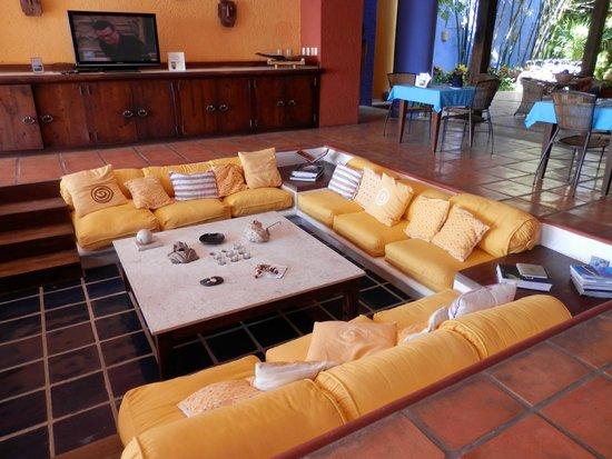 Casa de los Suenos: sunken living room in main foyer - relaxxxx!