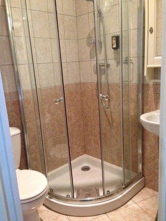 Hotel de la Porte Doree: Bathroom
