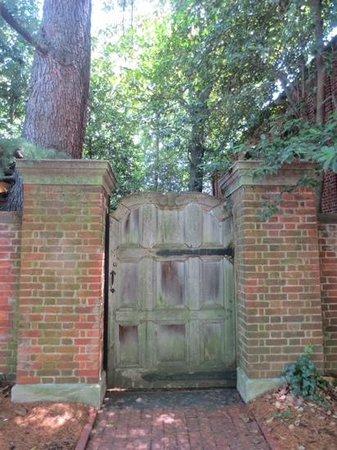 Dumbarton Oaks: entrance