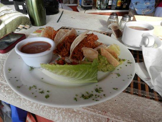 Casa de los Suenos: pork tacos, delicious