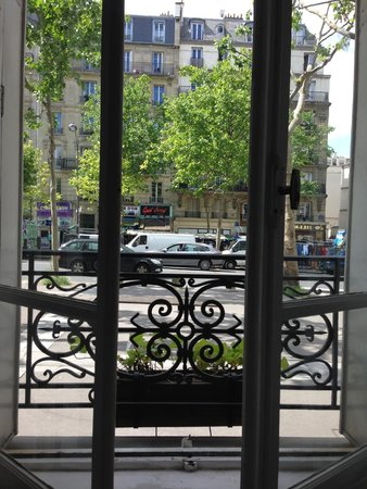 Hotel de la Porte Doree : Room