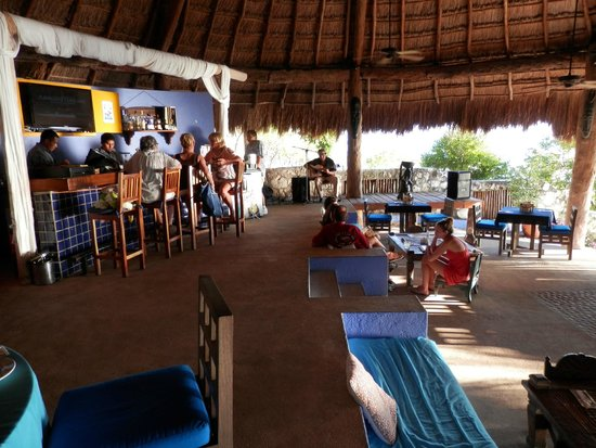 Casa de los Suenos: happy hour at the beach bar and restaurant - always live music