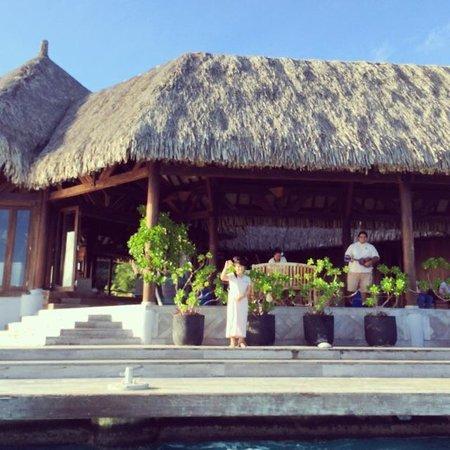Conrad Bora Bora Nui : Hilton staff sand and waved to us as fairwell :(