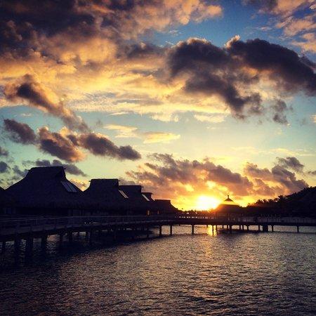 Conrad Bora Bora Nui : The sunset I was talking about