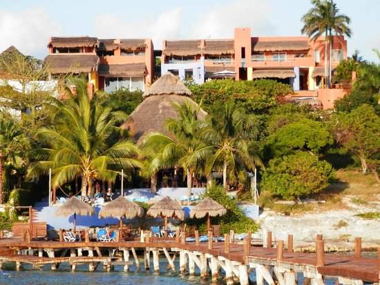 Casa de los Suenos: Hotel from water side view