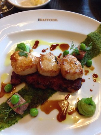 The Daffodil: The scallops starter.