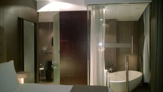 Melia Dubai Hotel: bathroom