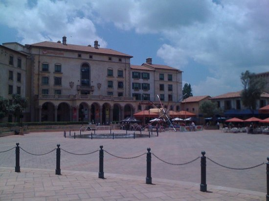Montecasino : So many places to eat at Monte!!