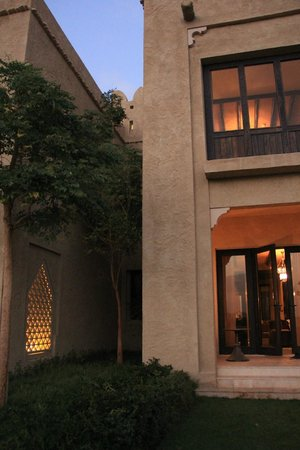 Qasr Al Sarab Desert Resort by Anantara : View of the garden view room from outside