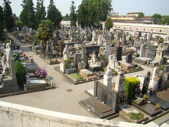 Monumental Cemetery: one part of the right front corner