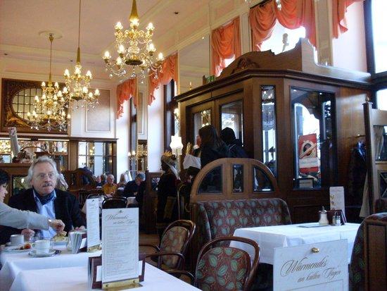 Cafe Mozart: Интерьер кафе Моцарт в Вене