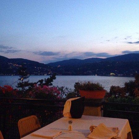Ristorante Belvedere Ranco: Panorama durante la cena