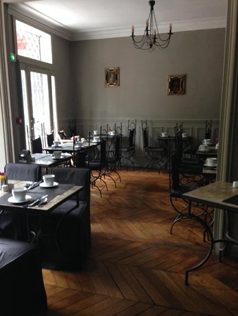 Hotel de la Porte Doree : Breakfast area