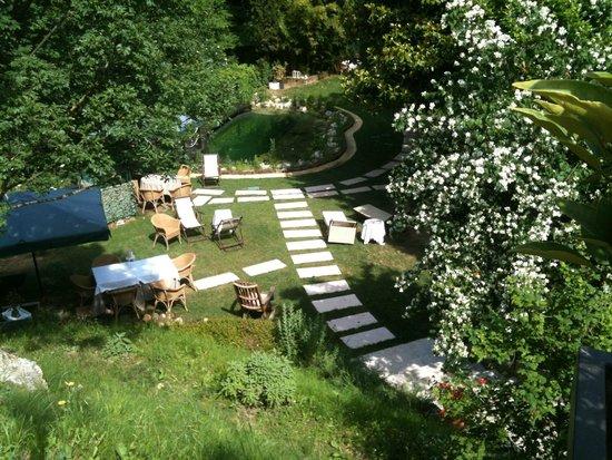 Platani Resort : giardino