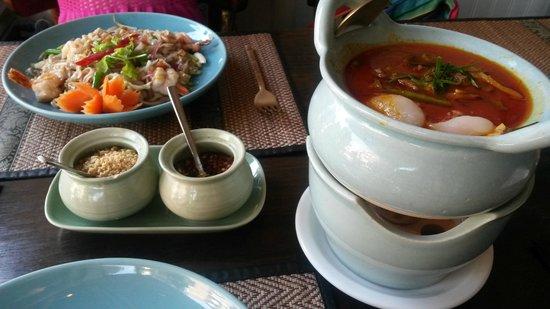 Siriporn Thai Restaurant: KAENG PHED PED YANG and PHAD THAI KOENG