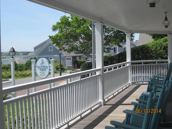 Harbor View Hotel: Row of rocking chairs on the porch